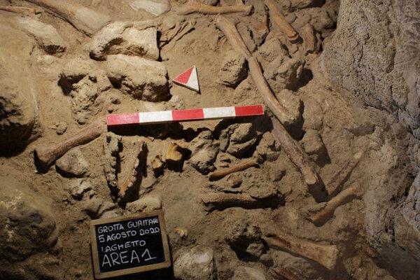 Talianski archeológovia našli pozostatky deviatich neandertálcov v jaskyni Guattari.
