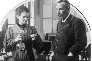 Marie Curieová-Sklodowská sa stala prvou ženskou nositeľkou Nobelovej ceny, keď v roku 1903 získala so svojim manželom Nobelovu cenu za fyziku. Na snímke s manželom Pierrom Curiem.