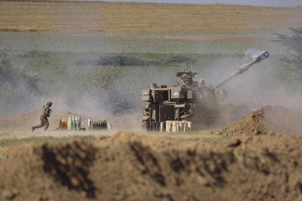 Izrael ostreľuje pásmo Gazy.