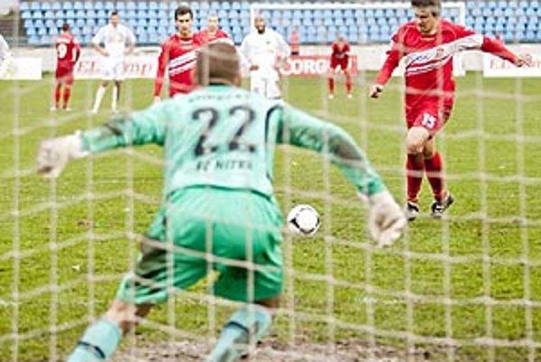 Matej Kopecký chytil Bernáthovi penaltu a o dve minúty Mikuš vyrovnal.