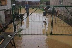 Veľká voda v obci Čičava.