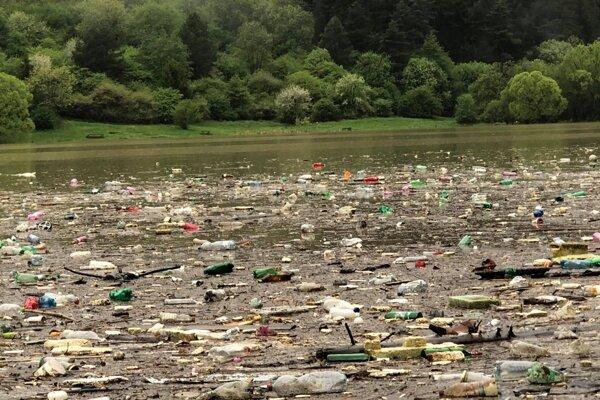 Následky dažďa i znečisteného okolia sa ukázali v Nesluši.