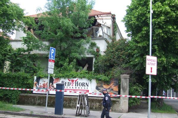 Vila na Kmeťkovej ulici, jej časť sa dnes zrútila.