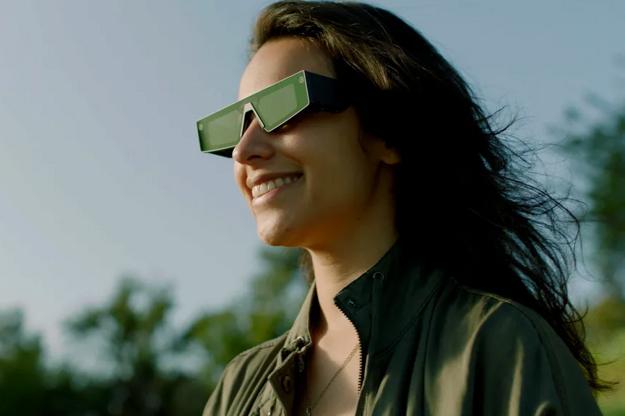 Nové okuliare Spectacles od firmy Snap s rozšírenou realitou.