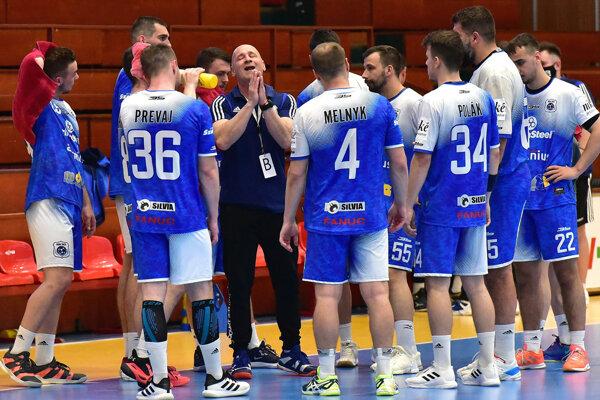 Šaľania na záver sezóny prehrali v Bratislave rozdielom 4 gólov.