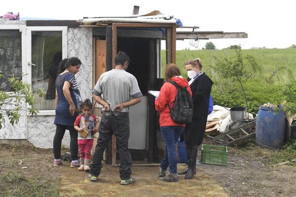 Dobrovoľníci zisťujú históriu bytovej núdze, aktuálne podmienky či zloženie rodiny.