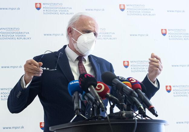 Minister pôdohospodárstva a rozvoja vidieka Ján Mičovský ohlásil svoju demisiu.