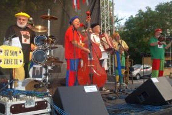 Skupina Lojzo býva v Nitre častým hosťom. Robila náladu aj na nedávnych Chrenovských stánkoch.