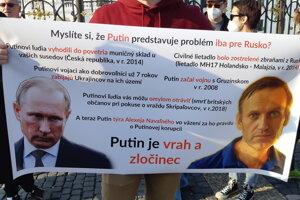 Myslíte si,že Putin je problém iba pre Rusko, kladú otázku demonštrujúci Rusi.