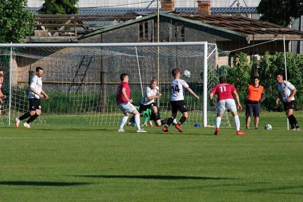 Zo zápasu Kolárovo - Tovarníky 0:3