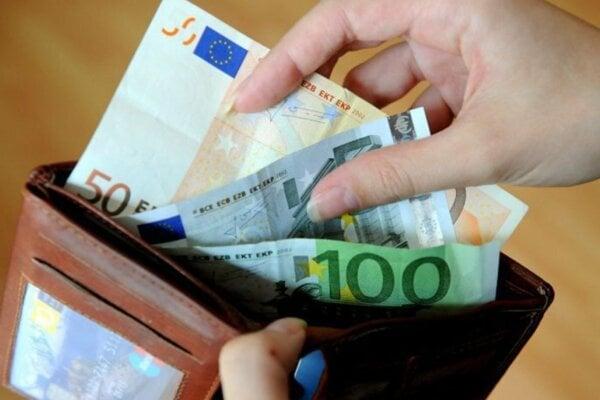 Dnes treba byť veľmi opatrní pri spravovaní svojich peňazí.
