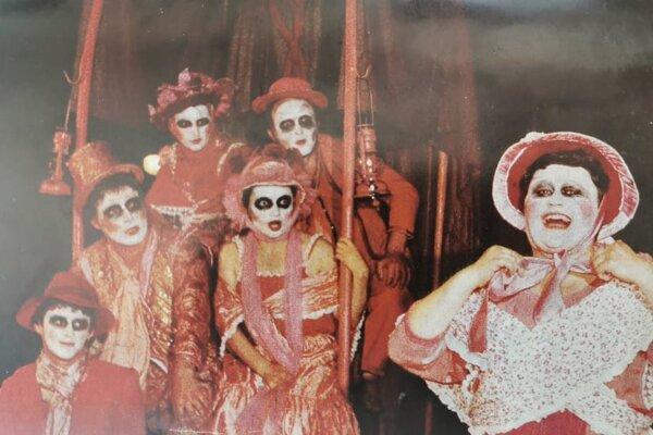 Asi najznámejšou divadelnou hrou v podaní Z divadla bolo predstavenie Guľôčka. Vystúpili s ňou v roku 1985 v Monte Carle a o rok neskôr dokonca v Japonsku.