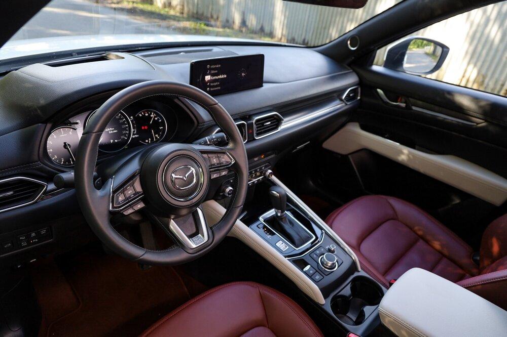 Mazda robí v posledných rokoch krásne interiéry.