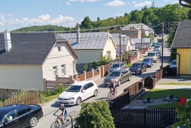 Kolóna vozidiel smerujúcich do zoo siahala až do centra Mestskej časti Košice-Kavečany.