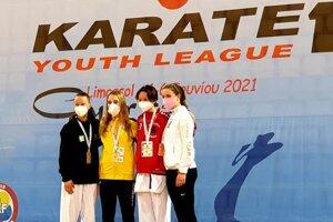 Zľava: Bianka Polónyová, ktorá vo svojej kategórii získala na Cypre striebornú medailu.