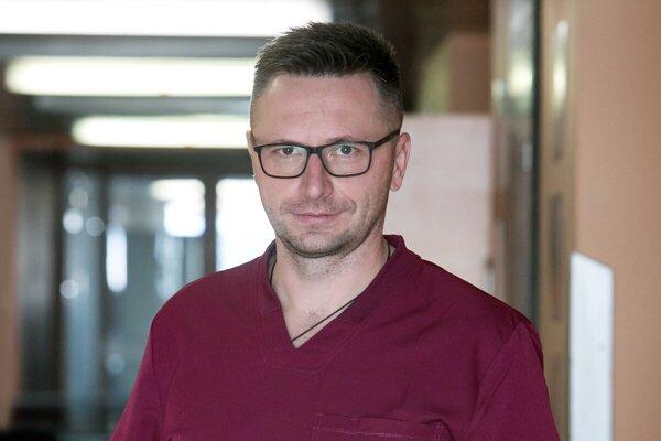 Prednosta I. psychiatrickej kliniky Univerzitnej nemocnice L. Pasteura v Košiciach hovorí, že covid priviedol pacientov s ťažším priebehom ochorenia k nezvratnej demencii.