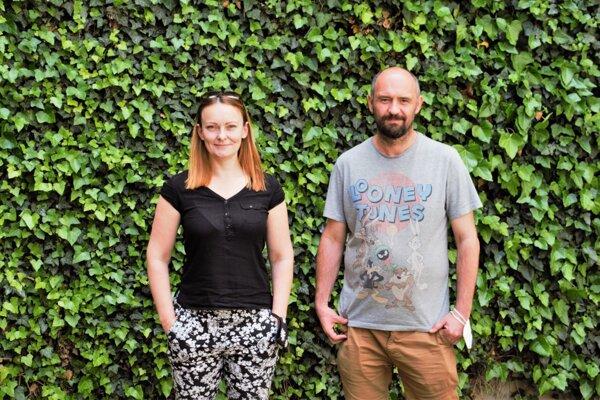 Režisér Peter Pavlík a Katarína Smaczna, spoluautorka dokumentárneho filmu 7829 km od Wu-chanu.