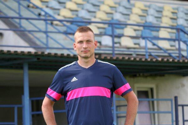 """Juraj Pichňa je prototypom vrábeľského futbalového srdciara. """"Nestotožňujem sa s názormi niektorých poslancov,"""" povedal v rozhovore na viaceré témy."""