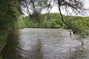 Rieka Hron pri Hronskom Beňadiku.