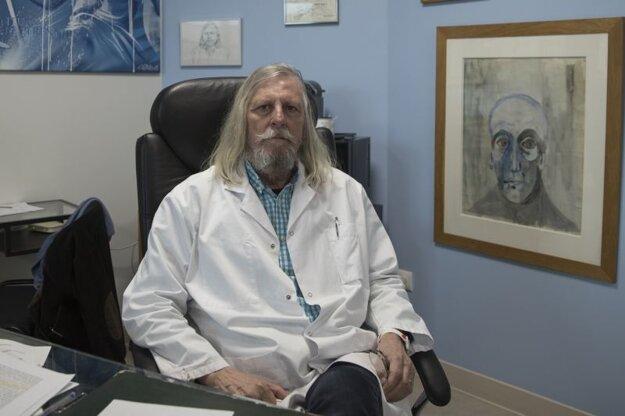 Francúzsky virológ Dr. Didier Raoult.