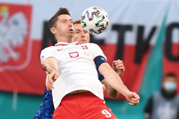 Milan Škriniar a Robert Lewandowski.