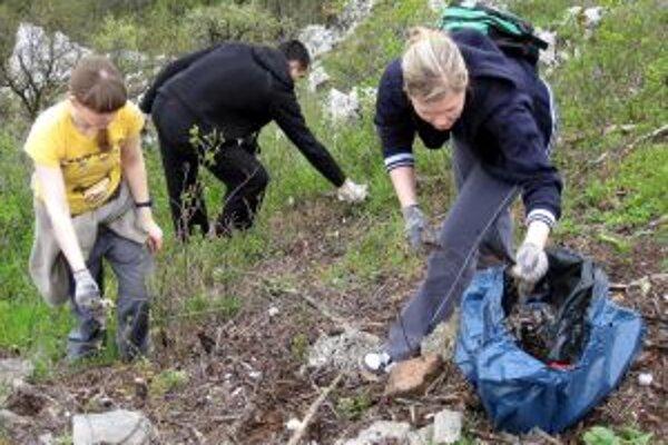 Na Jarnom upratovaní Zobora sa zišlo asi 120 dobrovoľníkov.
