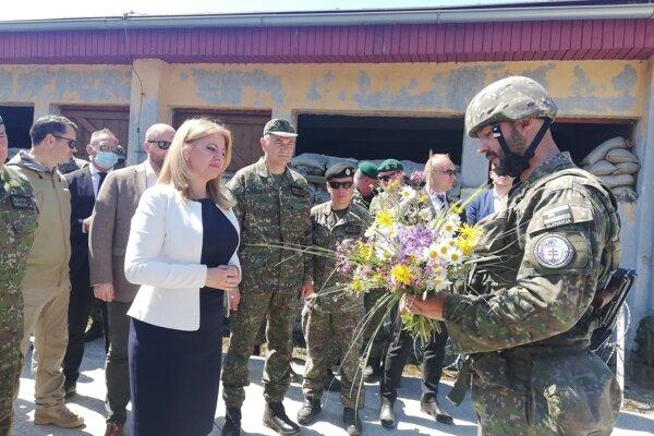 V centre výcviku Lesť pokračuje celonárodné vojenské cvičenie Slovak Shield, ukážky jedného z nich sa v piatok 18. júna 2021 zúčastnila aj prezidentka SR Zuzana Čaputová.