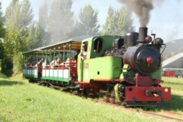 Program otvoria jazdou poľnej železnice.