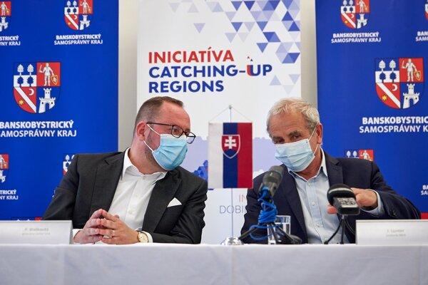 """Máme záujem nielen naštartovať spoluprácu regionálnych firiem s vedecko-výskumnými subjektami, ale aj akcelerovať budovanie inovačného ekosystému v kraji,"""" povedal predseda BBSK Ján Lunter (vpravo)."""
