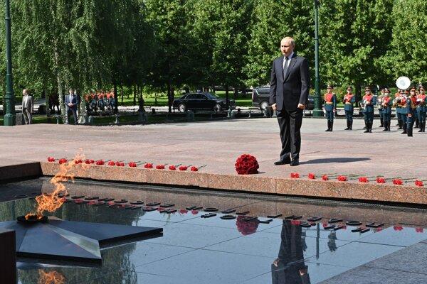 Putin si pripomenul obete vojny.