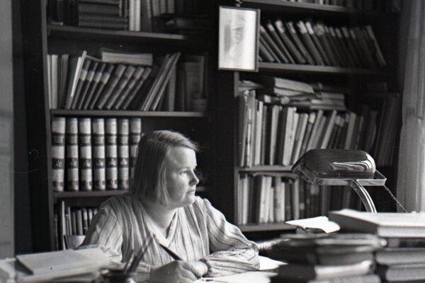 Alžbeta Göllnerová – Gwerková v pracovni