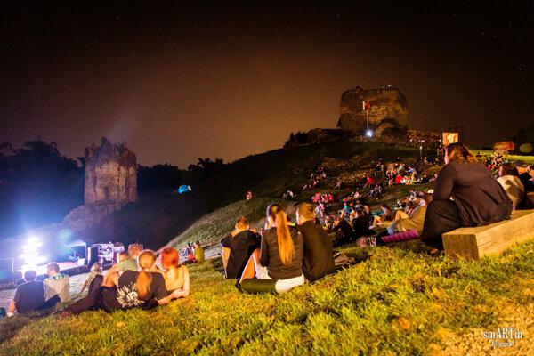 Spomienka na jeden z ročníkov Filmovej noci na hrade Šariš.