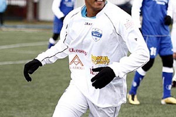 Rodák zo Sao Paola Cléber Silva Nascimento podpísal dvaapolročný kontrakt s Nitrou.