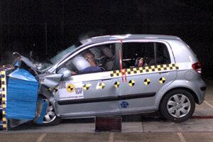 Crash test Hyundaiu Getz z roku 2004.