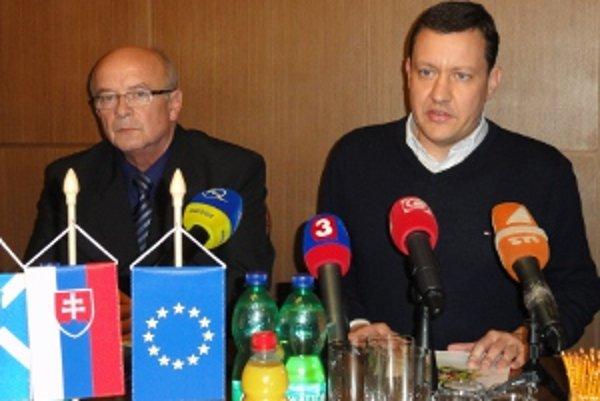 Primátor Peter Lednár sa dnes stretol s ministrom vnútra Danielom Lipšicom. Hovorili spolu o údajne nezvládnutom zásahu polície voči agresívnym a opitým Rómom.