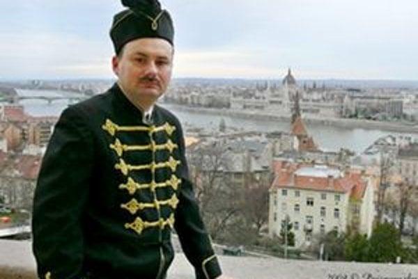 Ferenc Xavér je presvedčený o svojom grófskom pôvode.