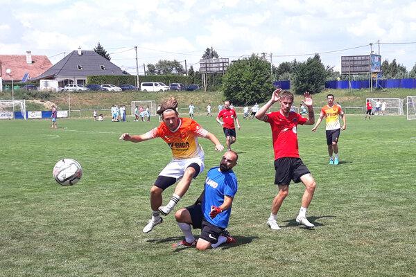 Momentka zo štvrťfinálového zápasu Trestná lavica červení - OcÚ Ivanka.