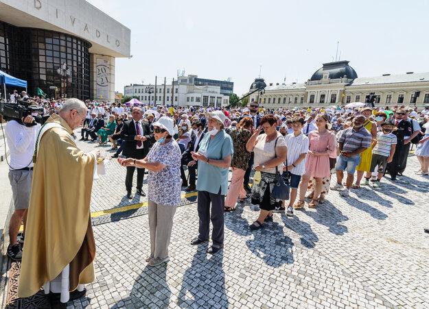 Arcibiskup Gadecki na celonárodnej púti k sv. Cyrilovi a Metodovi v Nitre.
