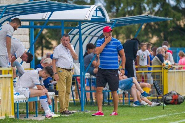 Tréner Pavol Šuhaj povedie futbalistov Martina aj v nastavajúcej sezóne.