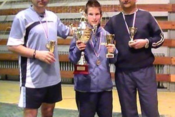 Zľava druhý Milan Šoky, víťazný Tibor Špánik a bronzový Dušan Bosák.