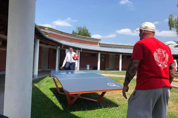 Teqballový stôl je nová športová aktivita a v poradí je to druhý teqballový stôl v Partizánskom.