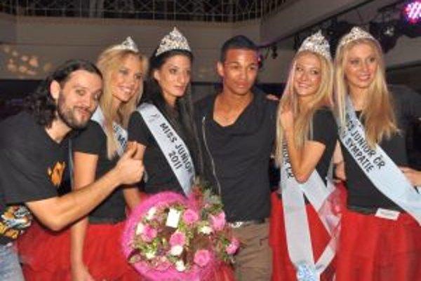 Zľava Ruda z Ostravy, Miss Internet, Miss junior SR Monika Anyalaiová, Ben Cristovao, Miss junior ČR a Miss Sympatia.