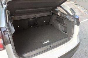 Kufor má objem 380 litrov, rovnako, ako Volkswagen Golf.