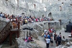 Ochotníci z Divalla Tesáre si opäť zahrajú v priestoroch Topoľčianskeho hradu.