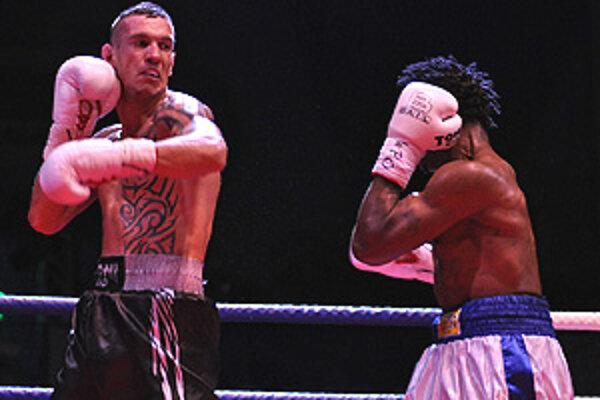 Odkedy Tomáš Kovács vo februári 2011 porazil Wanderu z Ugandy, pre zranenie ruky nevstúpil do súťažného ringu.