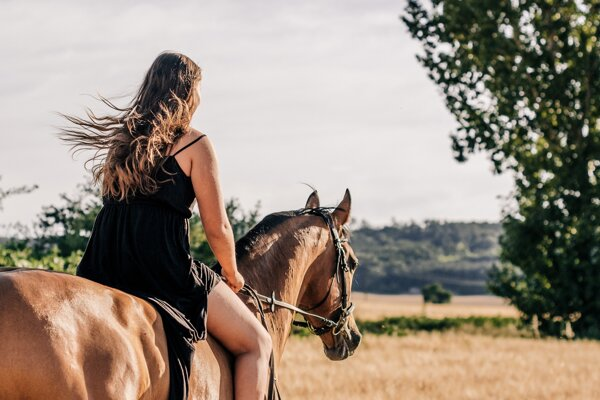 Jazdkyňa na koni