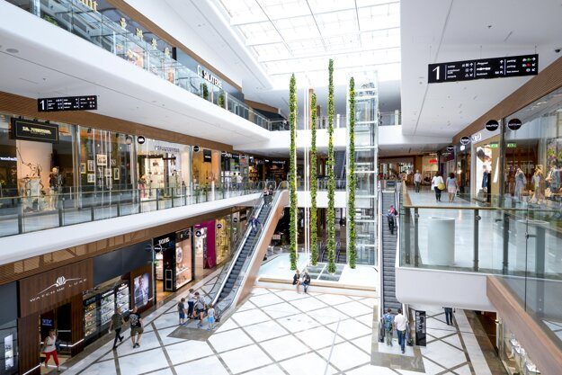 WOOD & Company kúpila tento rok bratislavské nákupné centrum Aupark za 450 mil. eur. Ide o najväčšiu realitnú akvizíciu v doterajšej histórii Slovenska.