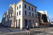 Na Divadelnej ulici sídli zvolenské divadlo.