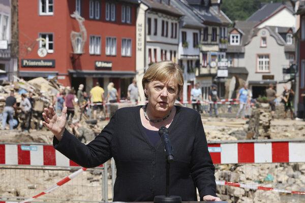 Merkelová prisľúbila pomoc.