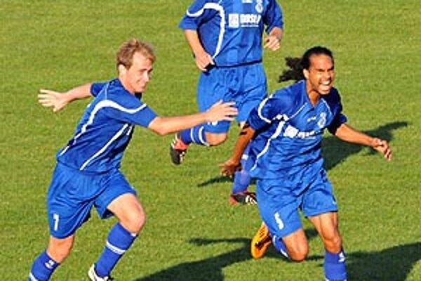 Šaliansky legionár Fabrice Numeric sa teší z jediného gólu v dueli s Topoľčanmi.